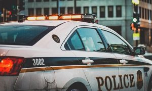 【※鳥肌※】検問中、夫婦と子供が乗る車に違和感を感じた警官。違和感の正体の衝撃の事実とは・・・