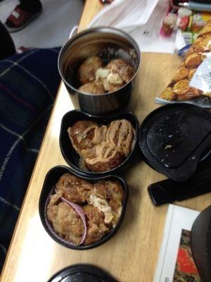今日友達がお弁当の蓋開けて、中見たら全てたこ焼きで埋まっていました(^O^)