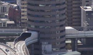 大阪にはビルを貫通した道路があるんだって?→何言ってんだと思ったら…なんじゃこりゃ(笑)